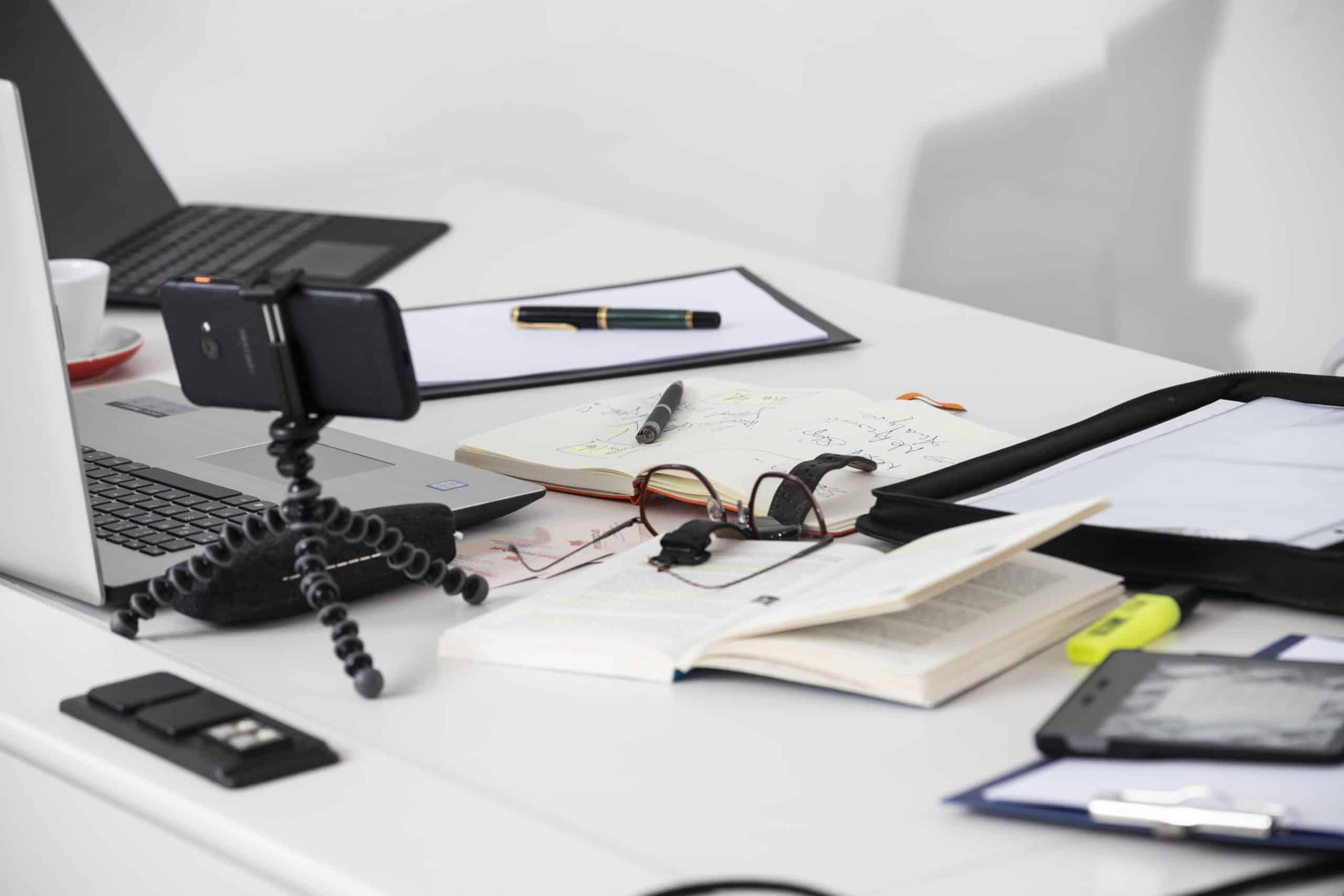 Schreibtischutensiilien